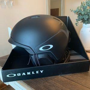 BRAND NEW Oakley Mod 3 Snowboard Helmet